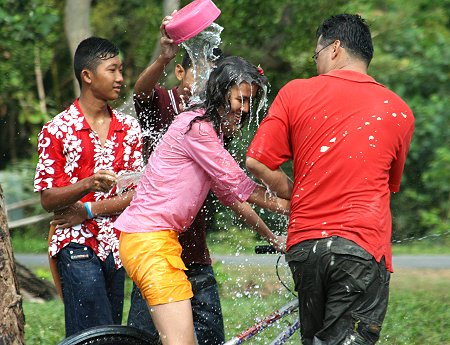 Water Fights at Songkran | Thai Blogs