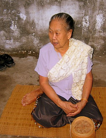 old lao lady