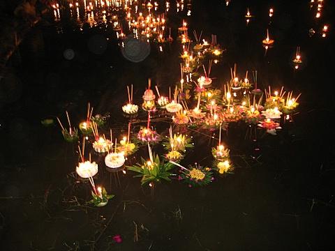 loy kratong lights