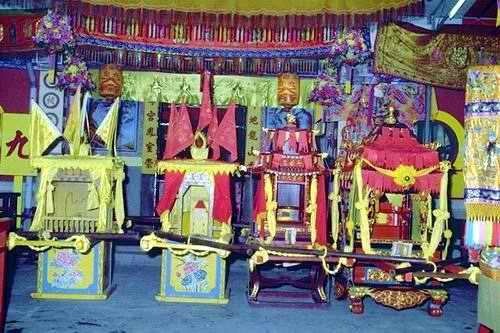 Sedan Chairs for the Nine Emperor Gods