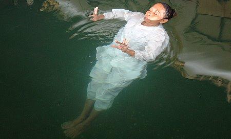 Kanchanaburi - floating nun