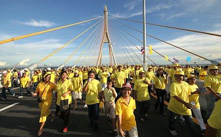 Mega bridge walk