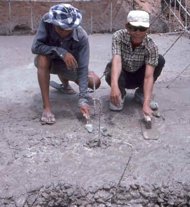 Working concrete with a pakhoma hat.