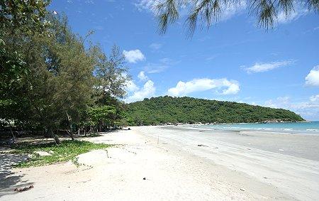 Mae Ramphung Beach